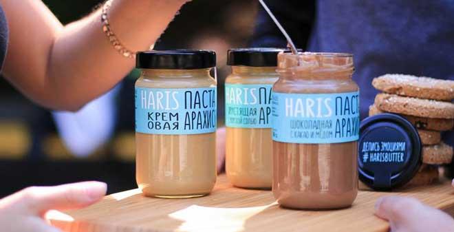 С арахисовой пастой так же. В идеальном составе присутствует обжаренный арахис, растительное масло, соль и сахар. Никаких дополнительных загустителей, эмульгаторов, трансжиров.