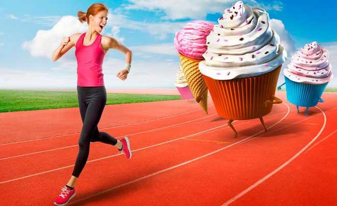Низкоуглеводная диета ограничивает быстрые углеводы, что, по отзывам диетологов, полезно всем, кто злоупотребляет сладким.