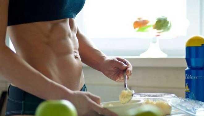 Пищу принимать следует всегда в одно и то же время — тогда лучше будут действовать органы пищеварения.