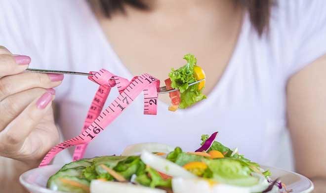 Диета запрещена беременным, кормящим, а также ослабленным людям.