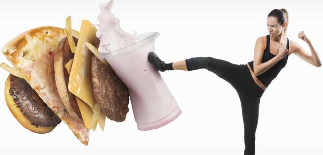 Сушка тела для девушек подразумевает легкие перекусы (орехи, кефир) и настаивает на обязательном употреблении как можно большего количества воды, ускоряющей процесс пищеварения.