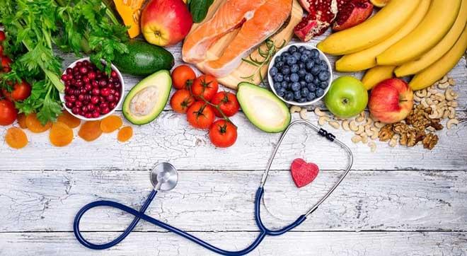 Правильное питание при занятиях спортом обязательно должно включать белки, жиры и углеводы.