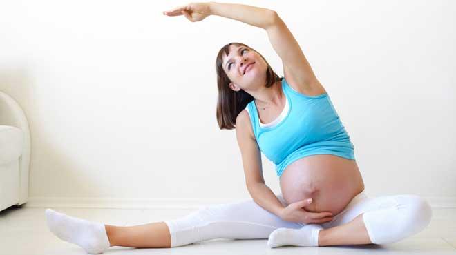 Упражнения на ранних сроках беременности выполняются с плавно нарастающей интенсивностью.