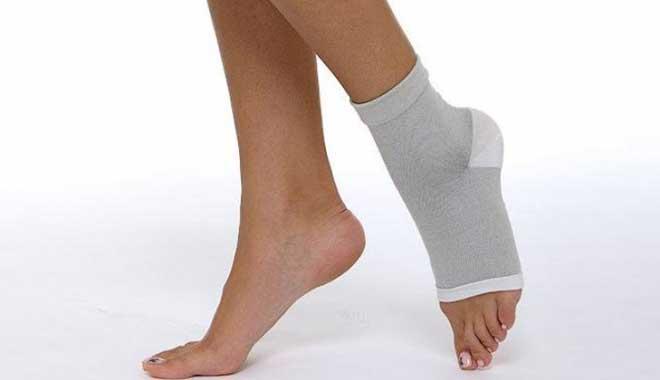В реабилитационный период правильное питание имеет большое значение для разработки ноги после перелома лодыжки, потому что сбалансированный, насыщенный микроэлементами, витаминами и полезными веществами рацион ускоряет процесс регенерации тканей после перенесенной травмы.