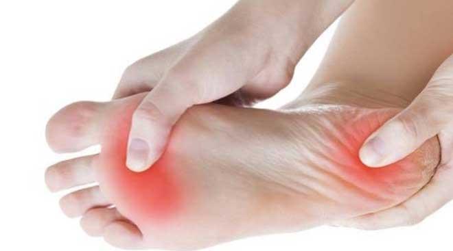 Лечебная физкультура укрепляет связочный аппарат стопы, тренирует мышцы, обеспечивая анатомически правильное развитие.