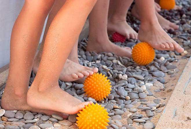 Плоскостопие требует постоянных упражнений в рамках курсов лечебной физкультуры.