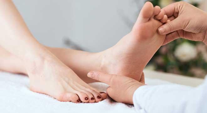 Плоскостопие — это уплощение продольного и поперечного сводов стопы вплоть до их соприкосновения с полом.