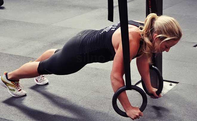 Основной особенностью гимнастических колец можно считать возможность выполнения уникальных функциональных упражнений, которые задействуют большое количество мышечных волокон.